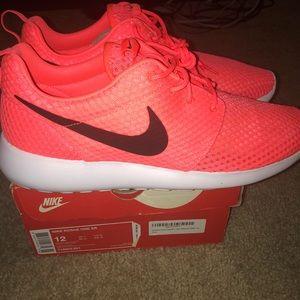 Nike Chaussures    Hot Lava Roshe One Brnwb   Poshmark